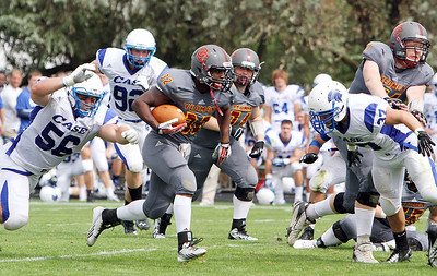 ANNA NORRIS/CHRONICLE Oberlin College running back Moses Richardson finds the hole in the Case Western Reserve defense and runs the ball up the middle in the second half of the season home opener yesterday at Savage Stadium in Oberlin.