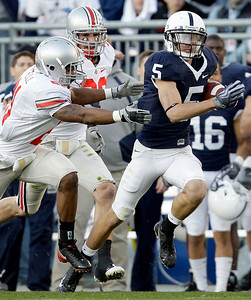 Ohio State's Russell Anderson (21) and Austin Spitler (38) chase down Penn State's Graham Zug (5) during the first half of an NCAA college football game in State College, Pa., Saturday, Nov. 7, 2009. Ohio State won 24-7.(AP Photo/Carolyn Kaster)