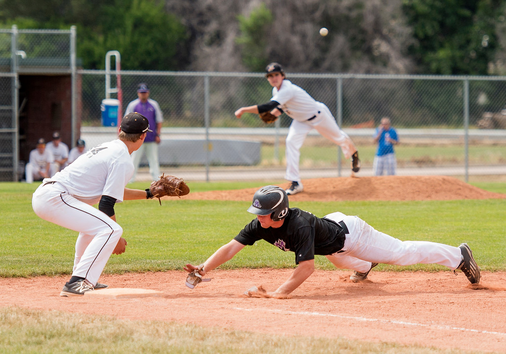 . Mountain View\'s Braden Barker (14) dives back to first base against Arapahoe Saturday afternoon July 16, 2016 during the Colorado Baseball League State Tournament at Brock Field in Loveland. (Photo by Michael Brian/Loveland Reporter-Herald)