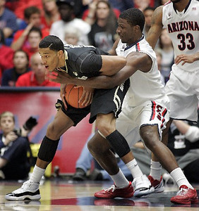 Colorado Andre Roberson tries to keep the ball away from Arizona's Solomon Hill. (AP Photo/John Miller)