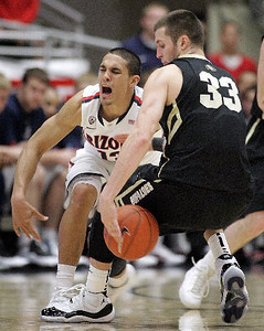 Arizona's Nick Johnson defends against Austin Dufault. (AP Photo/John Miller)