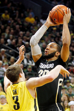 Oregon's Garrett Sim, left, defends Colorado's Carlon Brown during the first half of an NCAA college basketball game, Thursday, March 1, 2012, in Eugene, Ore. (AP Photo/Chris Pietsch)