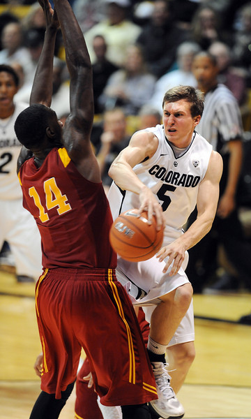 Eli Stalzer of CU, passes around DeWayne Dedmon of USC during the second half of the January 10, 2013 game in Boulder.<br /> Cliff Grassmick / January 10, 2013