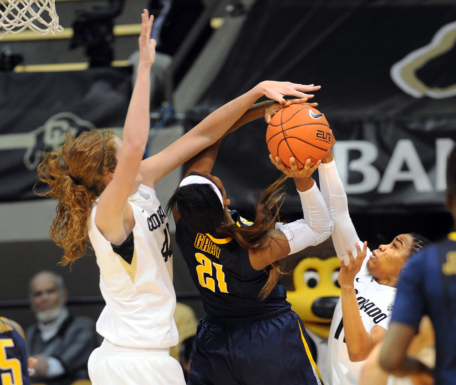 "Rachel Hargis, left, and Brittany Wilson, both of CU, defend Reshanda Gray of Cal.<br /> For more photos of the game, go to  <a href=""http://www.dailycamera.com"">http://www.dailycamera.com</a>.<br /> Cliff Grassmick / January 6, 2013"
