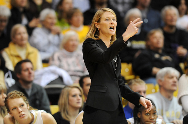 """Linda Lappe talks to the players  during the first half of the January 29, 2012 game in Boulder. <br /> For more photos of the game, go to  <a href=""""http://www.dailycamera.com"""">http://www.dailycamera.com</a>.<br /> January 29, 2012 / Cliff Grassmick"""