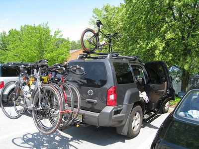 "Our ""alternate"" T2B team bus (Ramon's Xterra) with Aimee's rack.  5 people + 5 bikes + 5 bags = quite the circus"