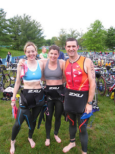 Team 2XU: Michele, Aimee, and Coach Ramon