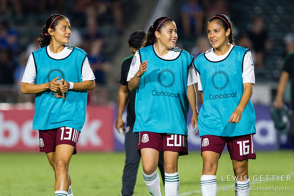 Mexico defender Rebeca Bernal (13), Mexico midfielder Jacqueline Ovalle (20), and Mexico midfielder Cristina Ferral (16)