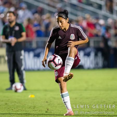 Mexico midfielder Stephany Mayor (10)