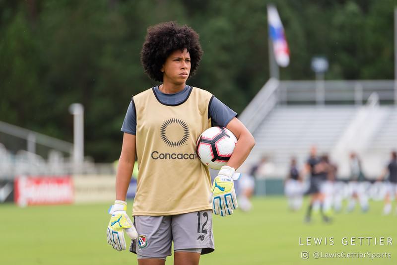 Panama goalkeeper Farissa Cordoba (12)