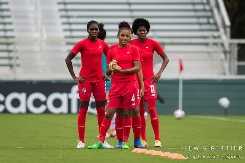 Panama defender Maria Murillo (3), Panama midfielder Katherine Castillo Macias (4), and Panama forward Natalia Mills (11)