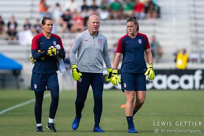 United States goalkeeper Ashlyn Harris (18), United States goalkeeping coach Graeme Abel, and United States goalkeeper Alyssa Naeher (1)