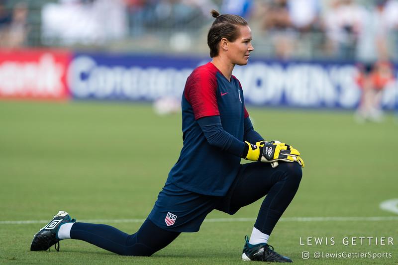 United States goalkeeper Ashlyn Harris (18)
