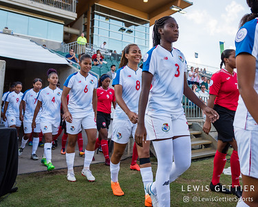 Panama midfielder Aldrith Quintero (6), Panama midfielder Laurie Batista (8), and Panama defender Maria Murillo (3)