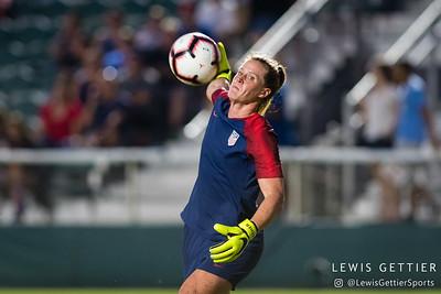 United States goalkeeper Alyssa Naeher (1)
