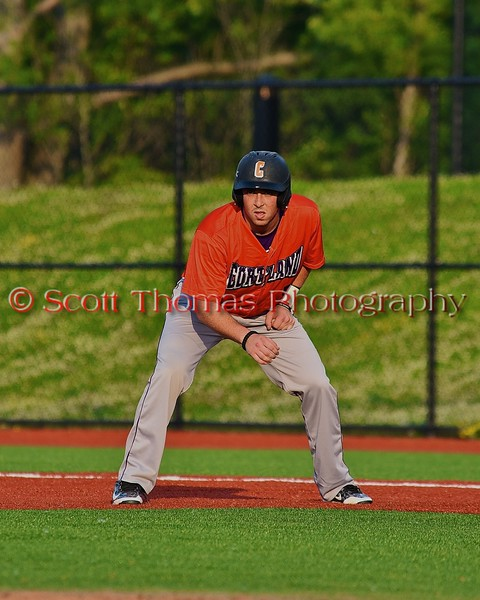 Cortland Crush Matthew Alberino (5) leading off first against the Syracuse Salt Cats in Syracuse, New York on Wednesday June 10, 2015.  Syracuse won 5-2.