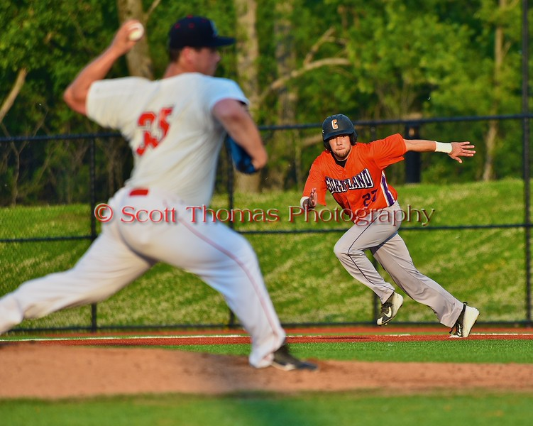 Cortland Crush Luke Gilbert (27) takes off for second base against the Syracuse Salt Cats in Syracuse, New York on Wednesday June 10, 2015.  Syracuse won 5-2.