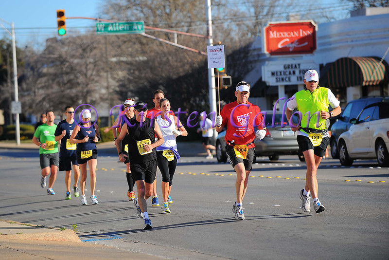 Runners in the Cowtown Marathon coming around the corner at W. Allen and 8th Street.