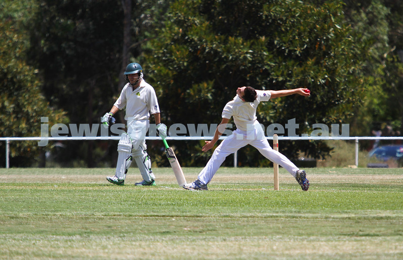 5-1-13. Cricket. Maccabi v Parkville at Parkville. Photo: Peter Haskin