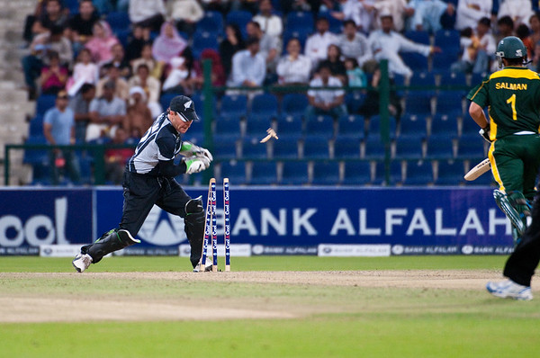 Cricket - Pakistan vs New Zealand - 3rd ODI, Abu Dhabi, 9 November 2009