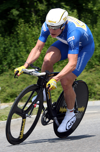 Andre Greipel (Columbia-Highroad) in the blue Sprinter's jersey.