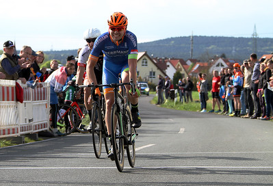Alex Meier (Radteam Herrmann) gewinnt den Sprint um Platz 2 vor Dario Rapps (Kempten)