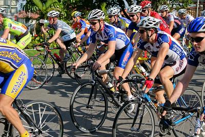 UQ Riders: Will Evans, Mark Frendo, Peter Herzig - 2005 Giro de Brisbane (Giro d'Brisbane) Cycling Criterium, Carina, Brisbane, Australia; linked to the Abruzzo Club. Photos by Des Thureson:  http://disci.smugmug.com
