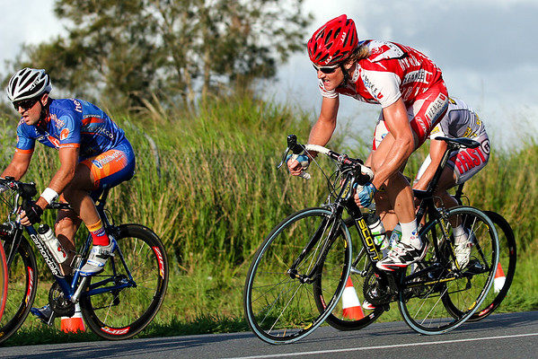 "2005 Giro de Brisbane (Giro d'Brisbane) Cycling Criterium, Carina, Brisbane, Australia; linked to the Abruzzo Club. Photos by Des Thureson:  <a href=""http://disci.smugmug.com"">http://disci.smugmug.com</a>"