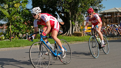 Alternate Crop - 2005 Giro de Brisbane (Giro d'Brisbane) Cycling Criterium, Carina, Brisbane, Australia; linked to the Abruzzo Club. Photos by Des Thureson:  http://disci.smugmug.com