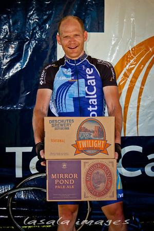 While Todd Berger didn't win the men's 4/5 race, he did win the beer prime...2 cases for the team!