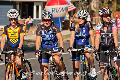 Michelle Bazemore, Mary Ramos, Brenna Lopez-Otero and Amanda Atwill line up for the start.
