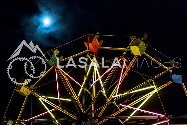 Full moon Ferris wheel