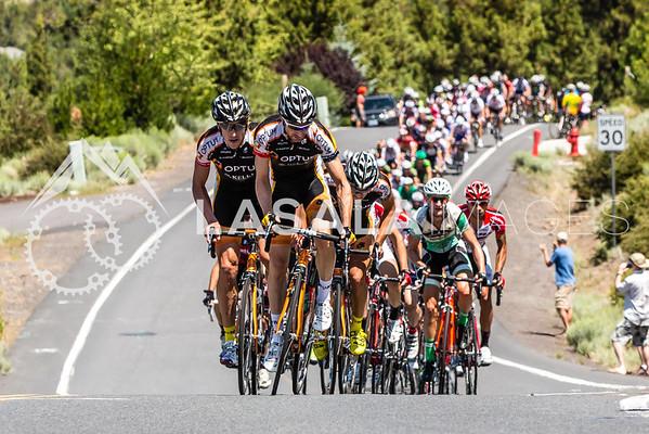 Peloton hits the Archie Briggs climb hard the 1st lap.