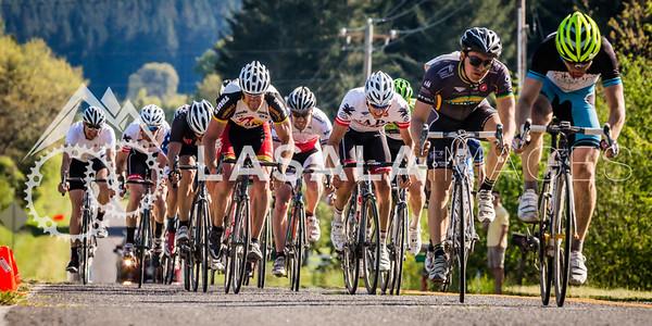 Cliff Heaberlin (Portland Bicycle Studio) wins the 1/2 field sprint.