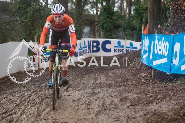 Jens Dekker NED descends during the men's junior race at the 2016 Cyclo-cross World Championships on January 30, in Zolder, Belgium. Photo: Matthew Lasala/Lasala Images