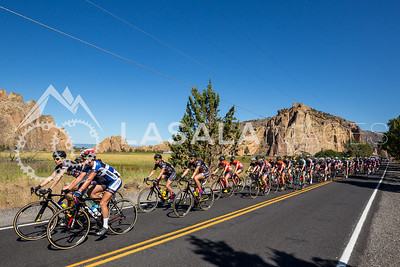 The start of stage 1 of the women's road race at the 2016 Cascade Cycling Classic on July 20, in Bend, USA. Photo: Matthew Lasala/Lasala Images