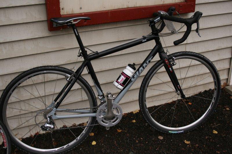 Sweeeeeet new 07 Giant TCX with the easton fork! nice ride Guy!
