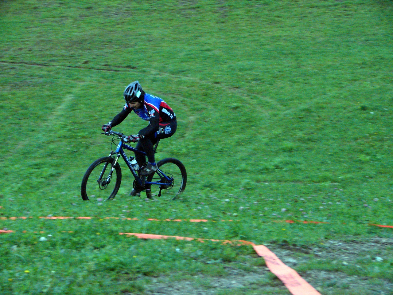 Pablo doing the normal run section mtb style.