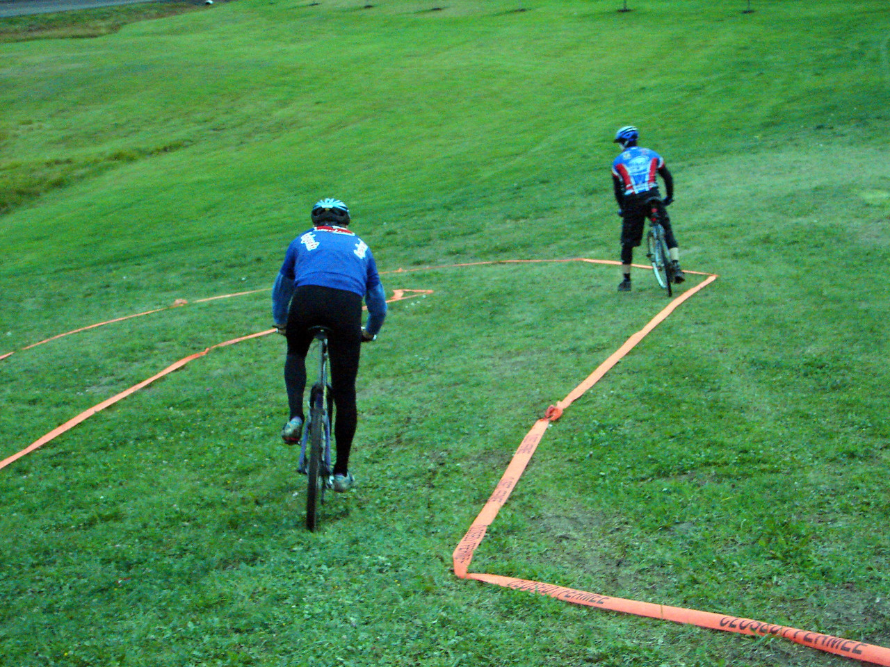 Frank using his downhill skills to blast by Ian.