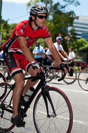 """They're Off!"" - The Start - Queensland Ride Relief, led by Lance Armstrong, Robbie McEwen & Allan Davis; Brisbane, Queensland, Australia; Monday 24 January 2011. Photos by Des Thureson - <a href=""http://disci.smugmug.com"">http://disci.smugmug.com</a>"