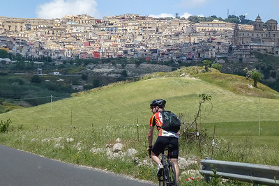 We are now riding in the direction of the riders. That's Vizzini up there , where will we stop to watch the riders approach through the valley