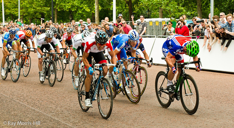 Mark Cavendish (right) 150m from winning the London-Surrey Cycle Classic