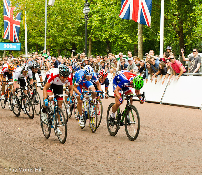 Mark Cavendish (right) heads for home