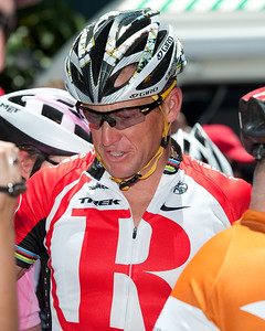 10x8 - Seven-time Tour de France winner Lance Armstrong - Queensland Ride Relief, led by Lance Armstrong, Robbie McEwen & Allan Davis; Brisbane, Queensland, Australia; Monday 24 January 2011. Photos by Des Thureson - http://disci.smugmug.com