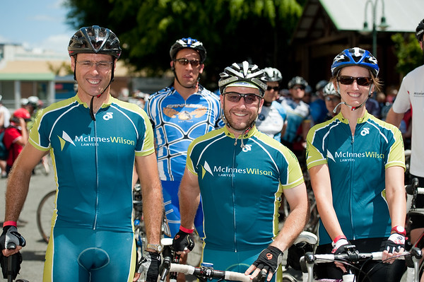 "Queensland Ride Relief, led by Lance Armstrong, Robbie McEwen & Allan Davis; Brisbane, Queensland, Australia; Monday 24 January 2011. Photos by Des Thureson - <a href=""http://disci.smugmug.com"">http://disci.smugmug.com</a>"