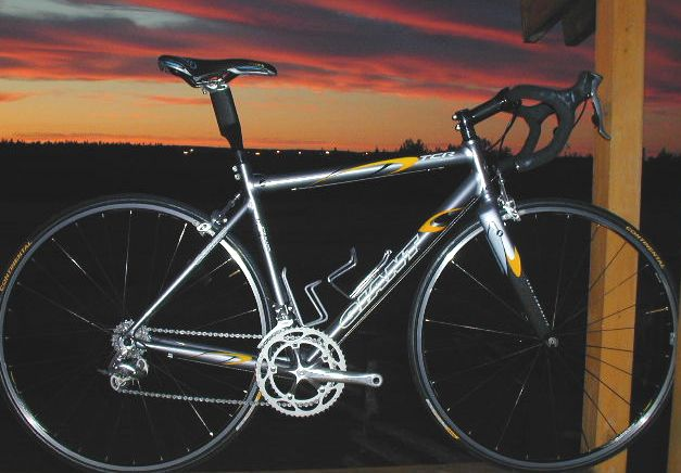 My previous road bike. giant tcr1 aluminum. great for crits...not so much for epics.