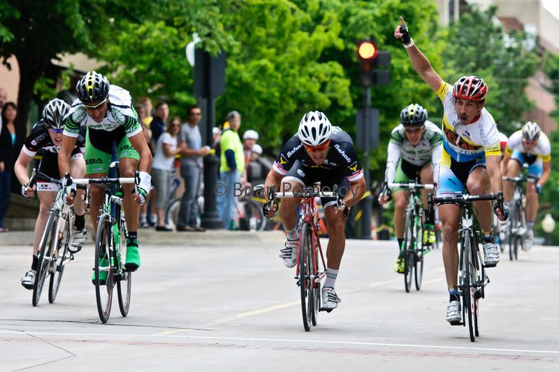 Chad Burdzilauskas of Texas Roadhouse p/b Fetzer wins the 2011 Snake Alley Criterium.