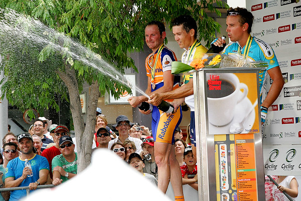 Robbie McEwen, Graeme Brown, Allan Davis - South Bank Grand Prix Cycling Criterium, 3-12-2006