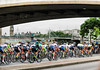 The peloton goes under Waterloo Bridge
