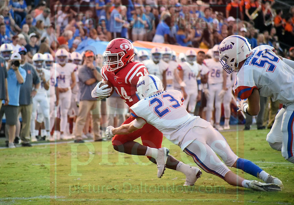 Matt Hamilton/Daily Citizen-News<br /> D24 sheds a tackle by NW23.
